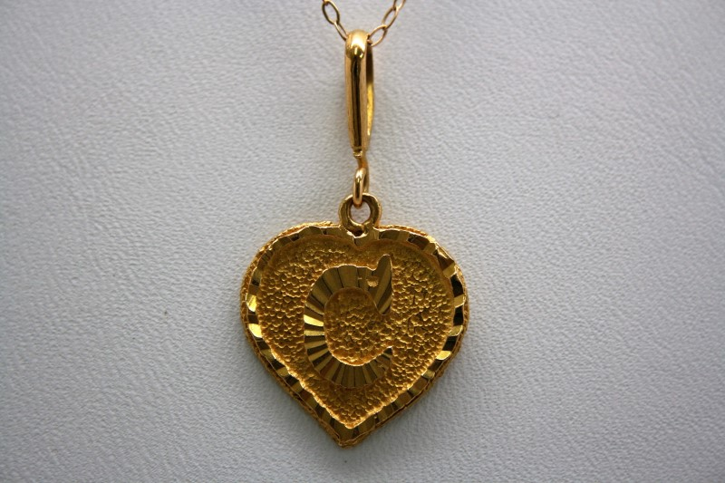 HEART SHAPE PENDANT W/ INITIAL ( C ) 22K YELLOW GOLD