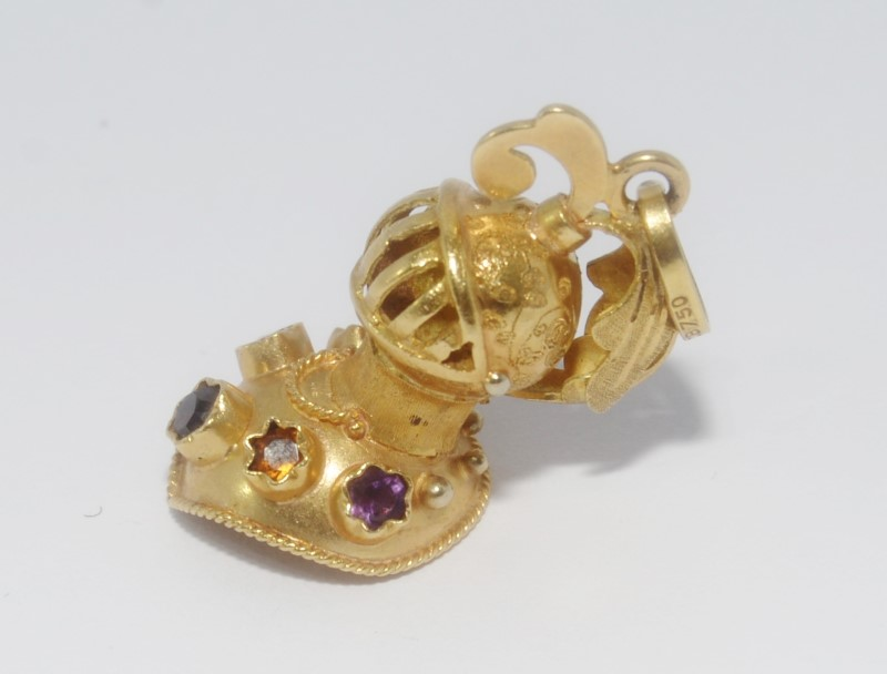 18K Yellow Gold Amethyst & Citrine Decorated Medieval Knight's Helmet Charm