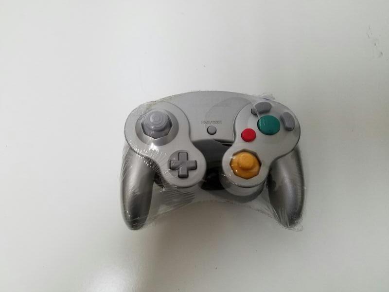 NINTENDO GAME CUBE CONTROLLER SILVER