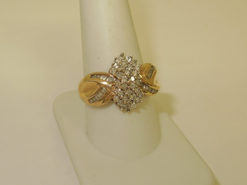 Lady's Diamond Cluster Ring 55 Diamonds .55 Carat T.W. 10K Yellow Gold 6.6g