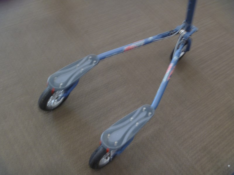 TRIKKE OUTDOOR SPORTS TR78 3-WHEEL CARVING TRIKE
