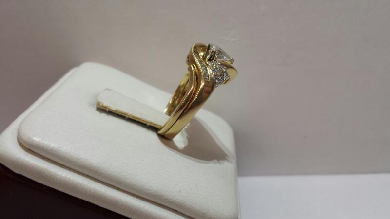 14k Yellow Gold Ring with 1 Pear, 12 Round, and 17 Baguette Diamonds - Size 5