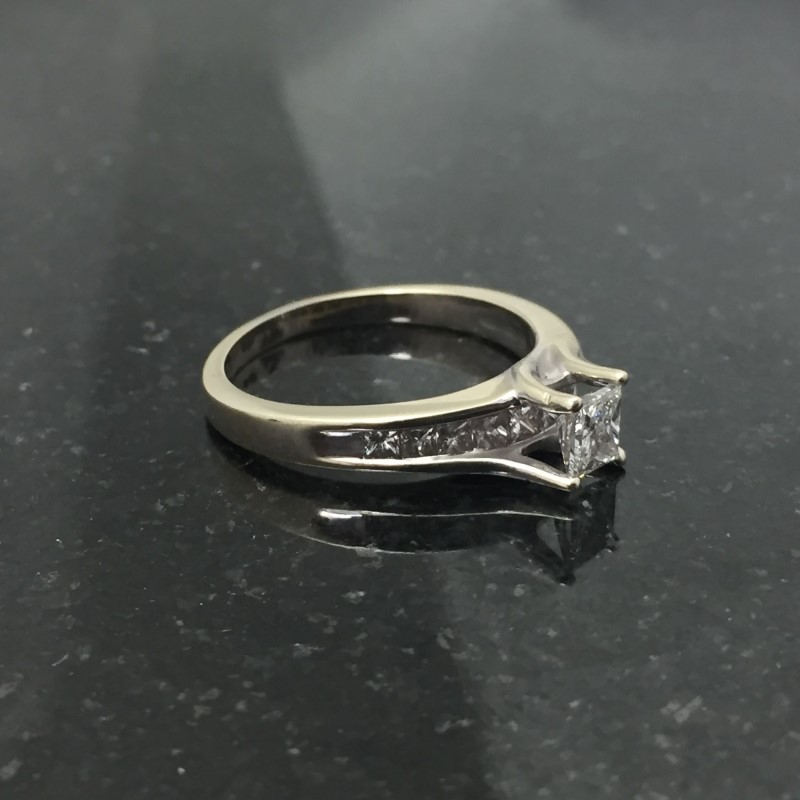Lady's Diamond Solitaire Ring 11 Diamonds .98 Carat T.W. 14K White Gold 2.7dwt