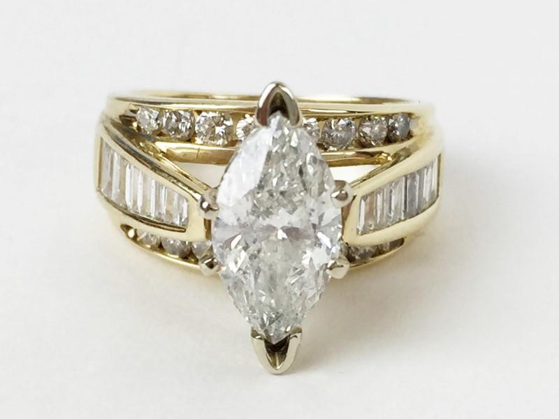 2.20cts Marq w 32 Diamonds 3.16 Carat T.W. 14K Yellow Gold 7.75g