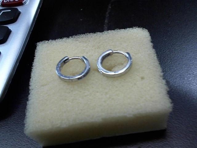 Gold-Diamond Earrings 14 Diamonds .14 Carat T.W. 10K White Gold 1.8g