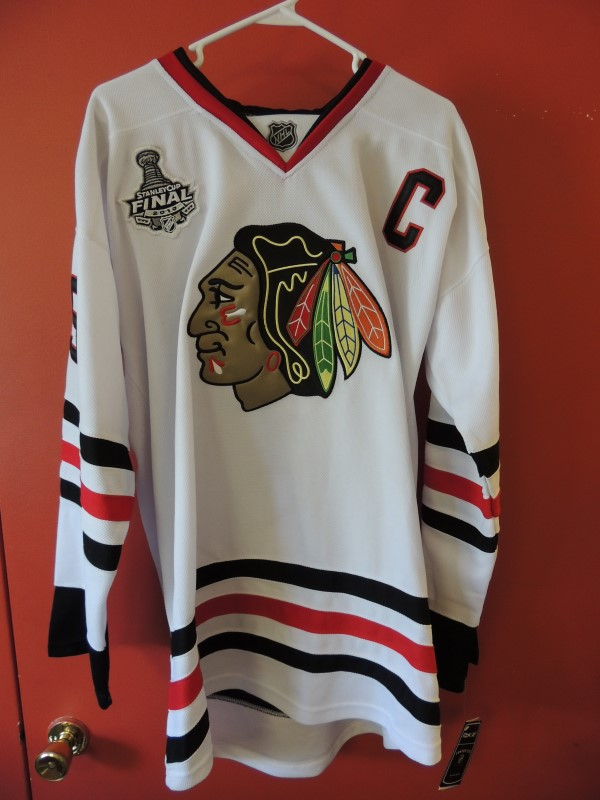 TOEWS AUTOGRAPHED SIGNED BLACKHAWKS 2010 STANLEY CUP JERSEY WITH COA