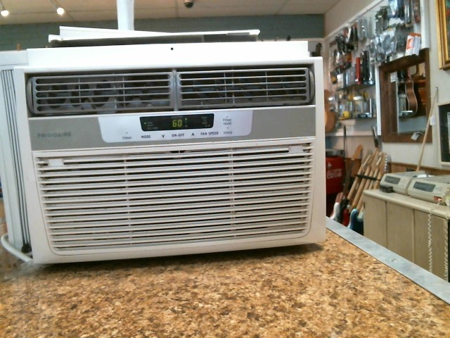 FRIGIDAIRE Air Conditioner FRA083AT7