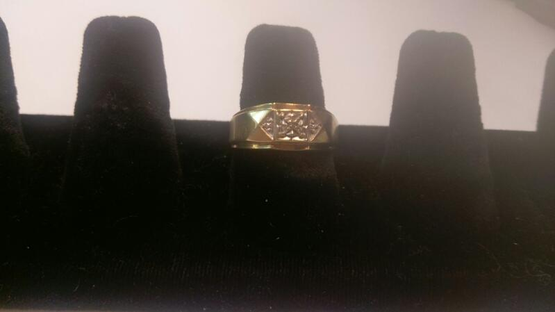Gent's 10K Yellow Gold Ring 3.1G Size 8