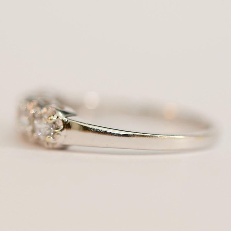 14K White Gold Round Cut White Stone Ring Size 7