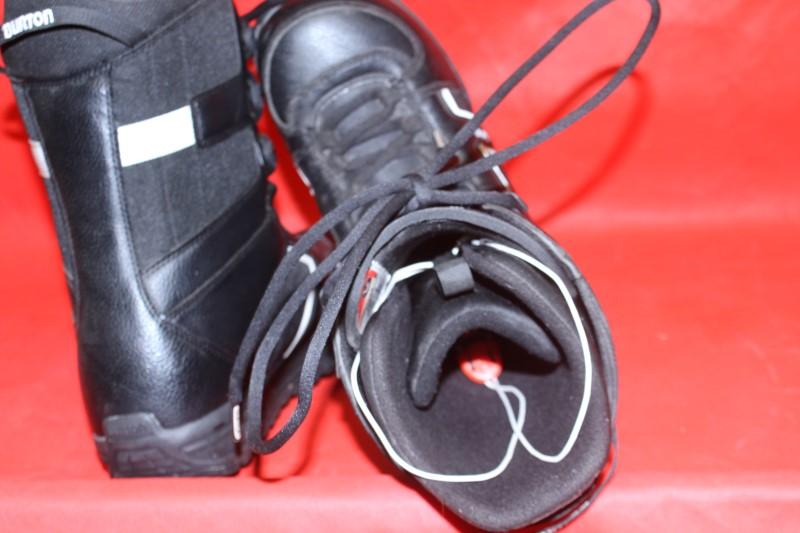 BURTON Snowboard INVADER BOOTS size 9