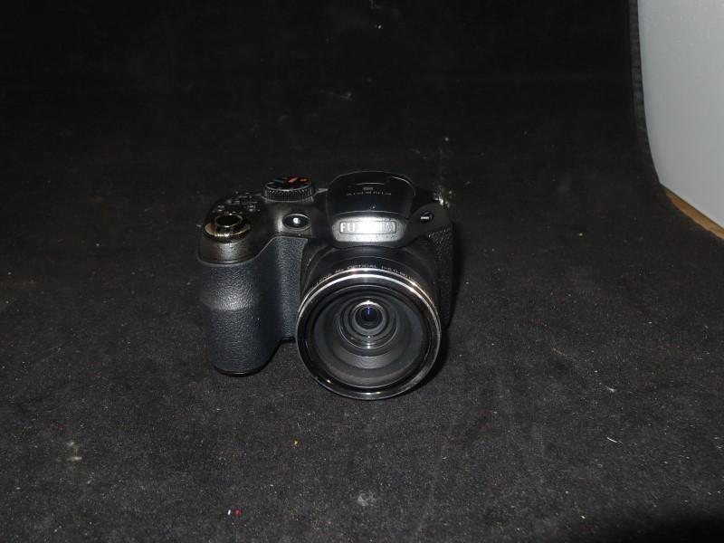 FUJIFILM Digital Camera FINEPIX S2950