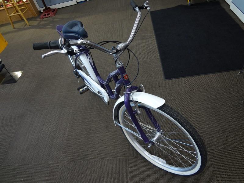 SCHWINN WOMEN'S LAKESHORE BICYCLE (PURPLE)