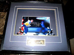 WAYNE GRETZKY SIDNED COLLECTIBLE