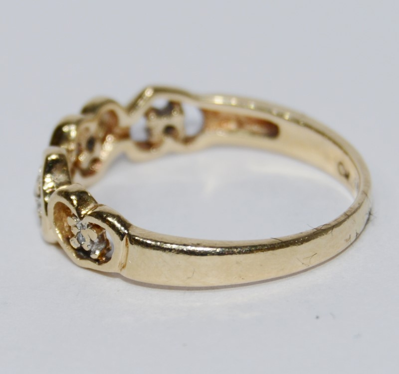 10K Yellow Gold Dainty Hearts & Diamonds Band Ring Size 6