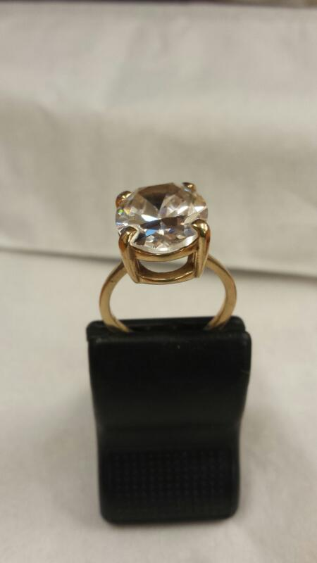 Synthetic Cubic Zirconia Lady's Stone Ring 10K Yellow Gold 3.93dwt