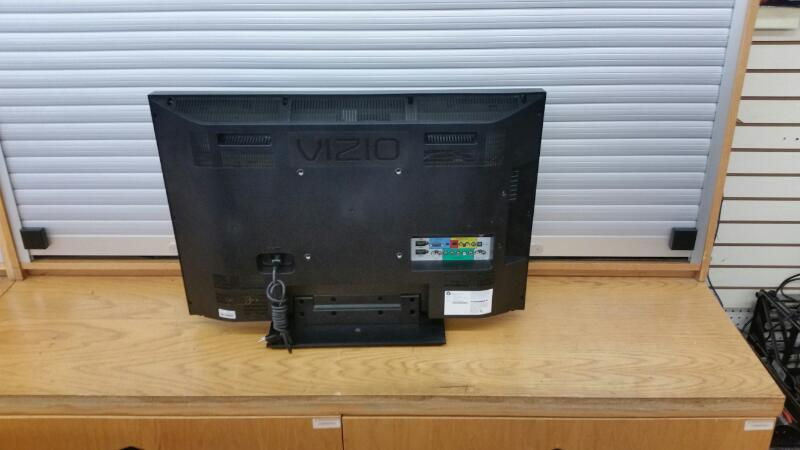 "Vizio Model V0320E Flat Screen TV 32"" LCD"