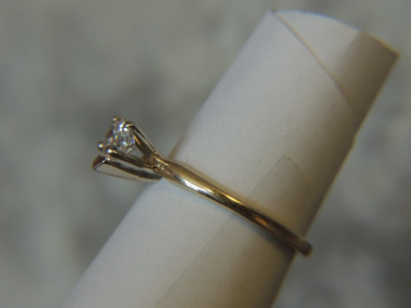 Lady's Diamond Solitaire Ring .33 CT. 14K Yellow Gold 2g Size:5.8