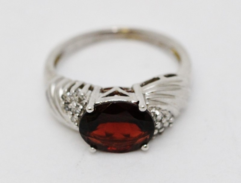 14K White Gold Bypass Ridged Shank Sideways Oval Garnet & Diamond Ring Size 7