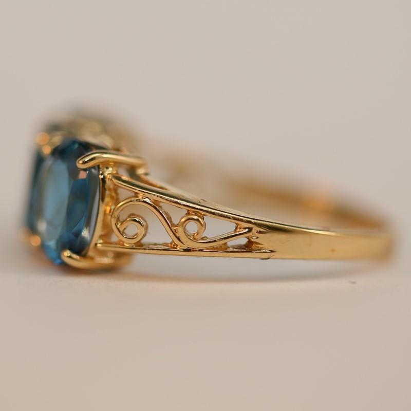 14K Yellow Gold Aquamarine Ring w/ Scroll Side Detailing Size 8