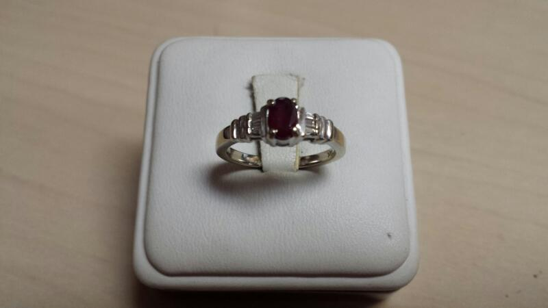 14k White Gold Ring with 1 Oval Red Stone and 6 Diamond Chips - 2.4 dwt - Size 7