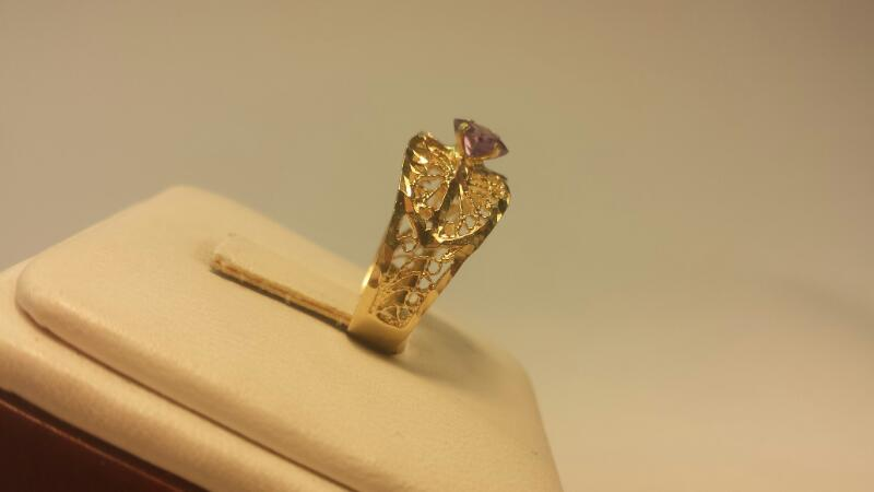 14k Yellow Gold Ring with 1 Purple Stone 1.7dwt - Size 6.5