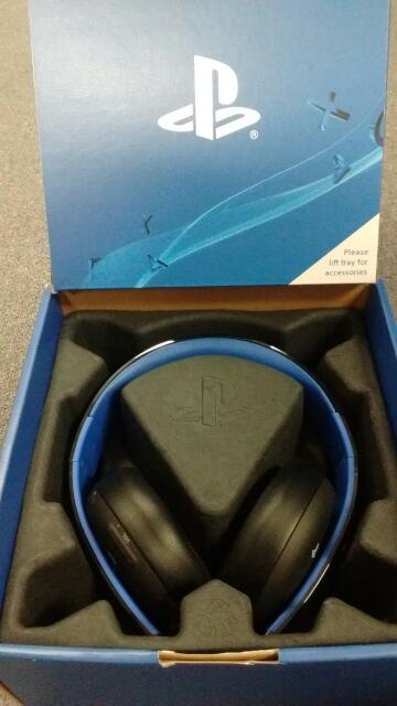 Sony Gold Wireless Playstation Gaming Over The Ear Headphones CECHYA-0083