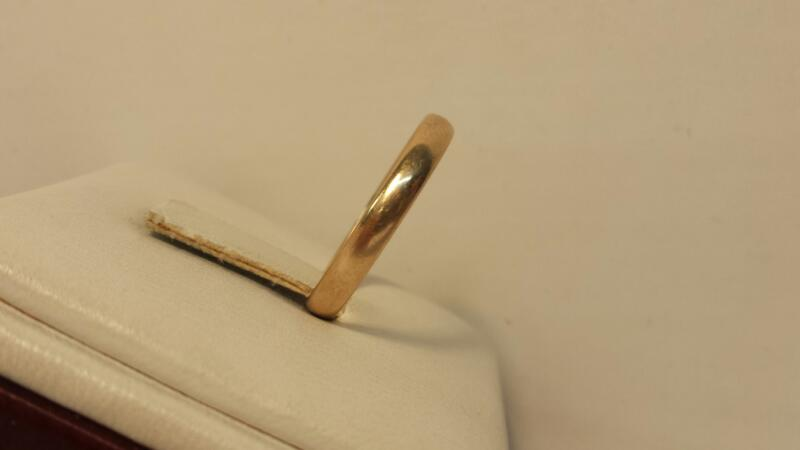 14k Yellow Gold Plain Band 1.4dwt - Size 8