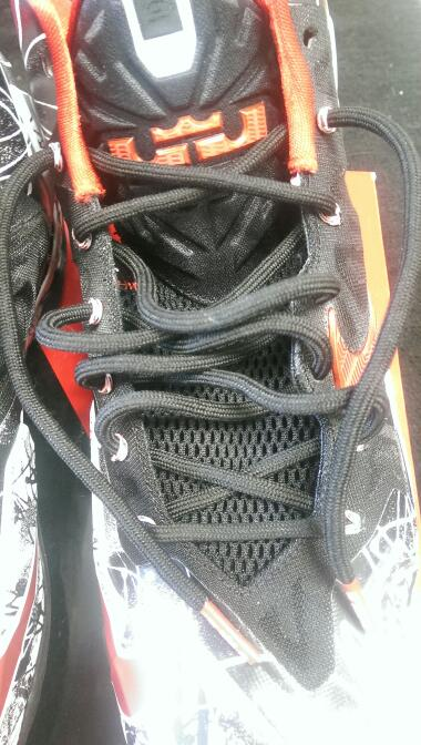 Nike 616175-100 2013 LeBron XI Graffiti sz 9 Men's Basketball Shoes | RED/BLK