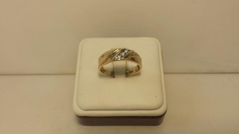 10k Yellow Gold Ring with 3 Diamond Chips - 2dwt - Size 10