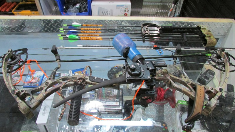 BEAR FISHING BOW COMPOUND
