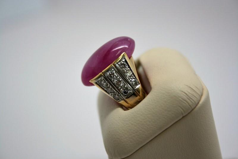 LADY'S CABOCHON RUBY W/ DIAMOND RING 18K YELLOW GOLD