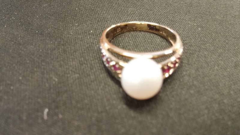 Synthetic Pearl Lady's Stone Ring 14K Yellow Gold 2.3dwt