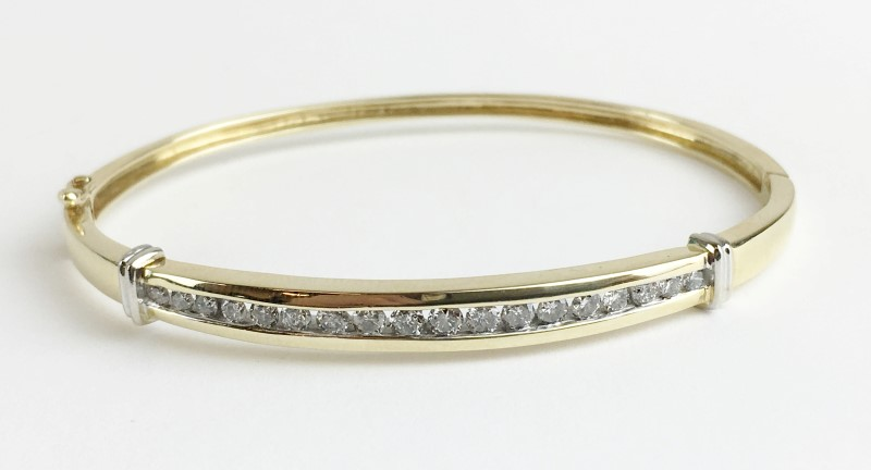 Channel Set Diamond Bracelet 18 Diamonds 1.26 Carat T.W. 14K Yellow Gold 11.5g