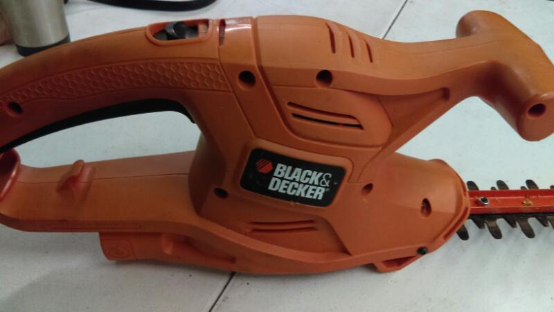 BLACK&DECKER Hedge Trimmer TR116