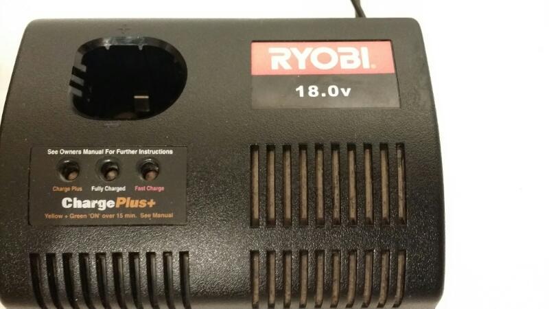 RYOBI CHARGER AND 1 RYOBI 18V BATTERY 1423701]