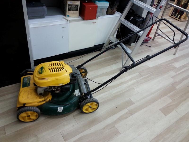 Yard Man Lawn Mower. Missing Bulb. AS-IS