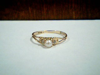 Synthetic Pearl Lady's Stone Ring 10K Yellow Gold 0.9g Size:7