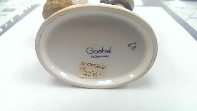 "GOEBEL HUMMEL FIGURINE ""SURPRISE"" #94/1"