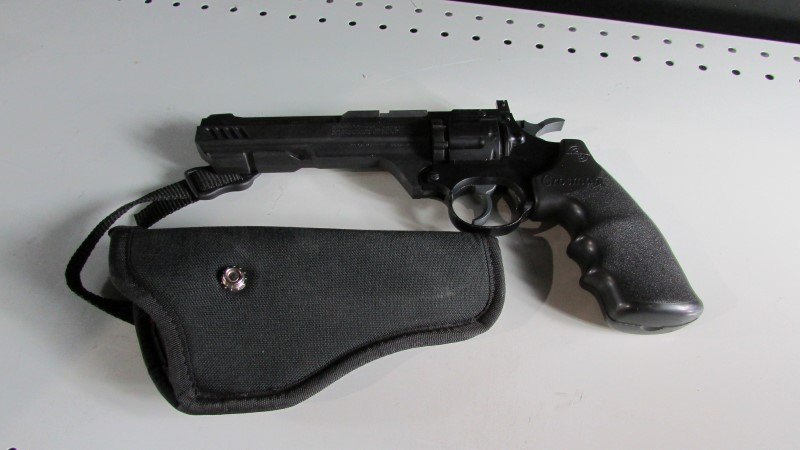 CROSMAN VIGILANTE PELLET GUN WITH HOLSTER
