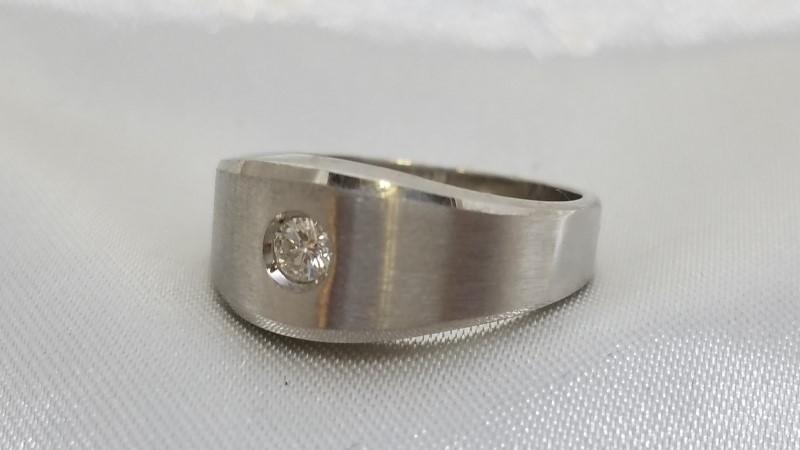 Lady's Diamond Fashion Ring .12 CT. 18K White Gold 7g Size:7.5