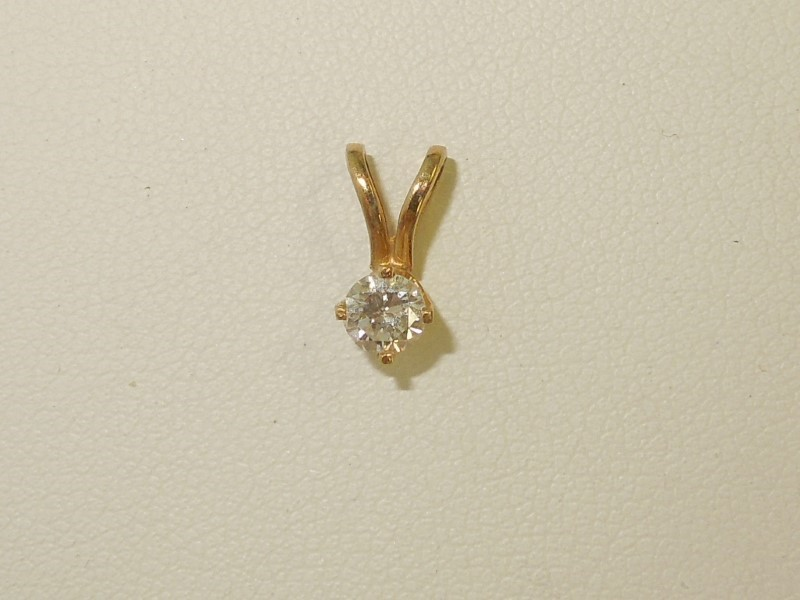 Gold-Diamond Solitaire Pendant .25 CT. 14K Yellow Gold 0.04g