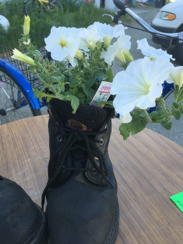 BOOT WITH FLOWERS