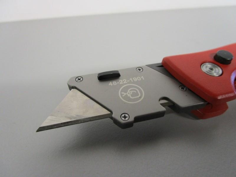 MILWAUKEE FASTBACK FLIP UTILITY RAZOR BLADE KNIFE, BOX CUTTER