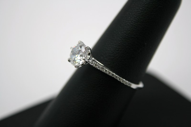 LADY'S SILVER WHITE STONE ENGAGEMENT RING
