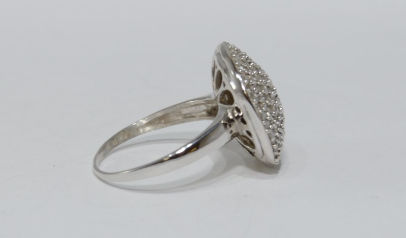 10K White Gold Diamond Encrusted Cluster Round Statement Ring sz 7.25