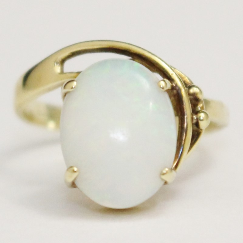 Lovely Vintage 14K Yellow Gold Opal Ring Size 8.25