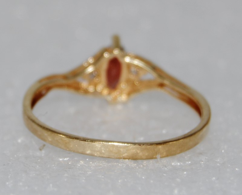 10K Yellow Gold Dainty Marquise Garnet & Diamond Ring Size 7