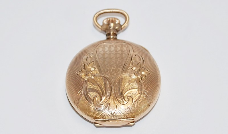 HAMPDEN WATCH CO POCKET WATCH IN YELLOW GOLD.