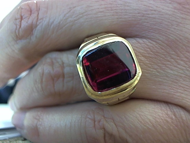 Red Stone Gent's Stone Ring 10K Yellow Gold 6.6g