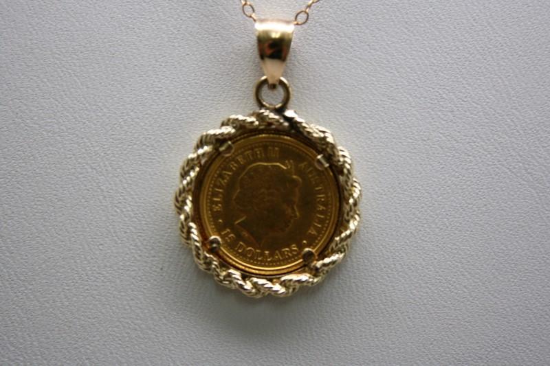 ELIZABETH II $15 DOLLARS GOLD COIN W/ ROPE STYLE BEZEL